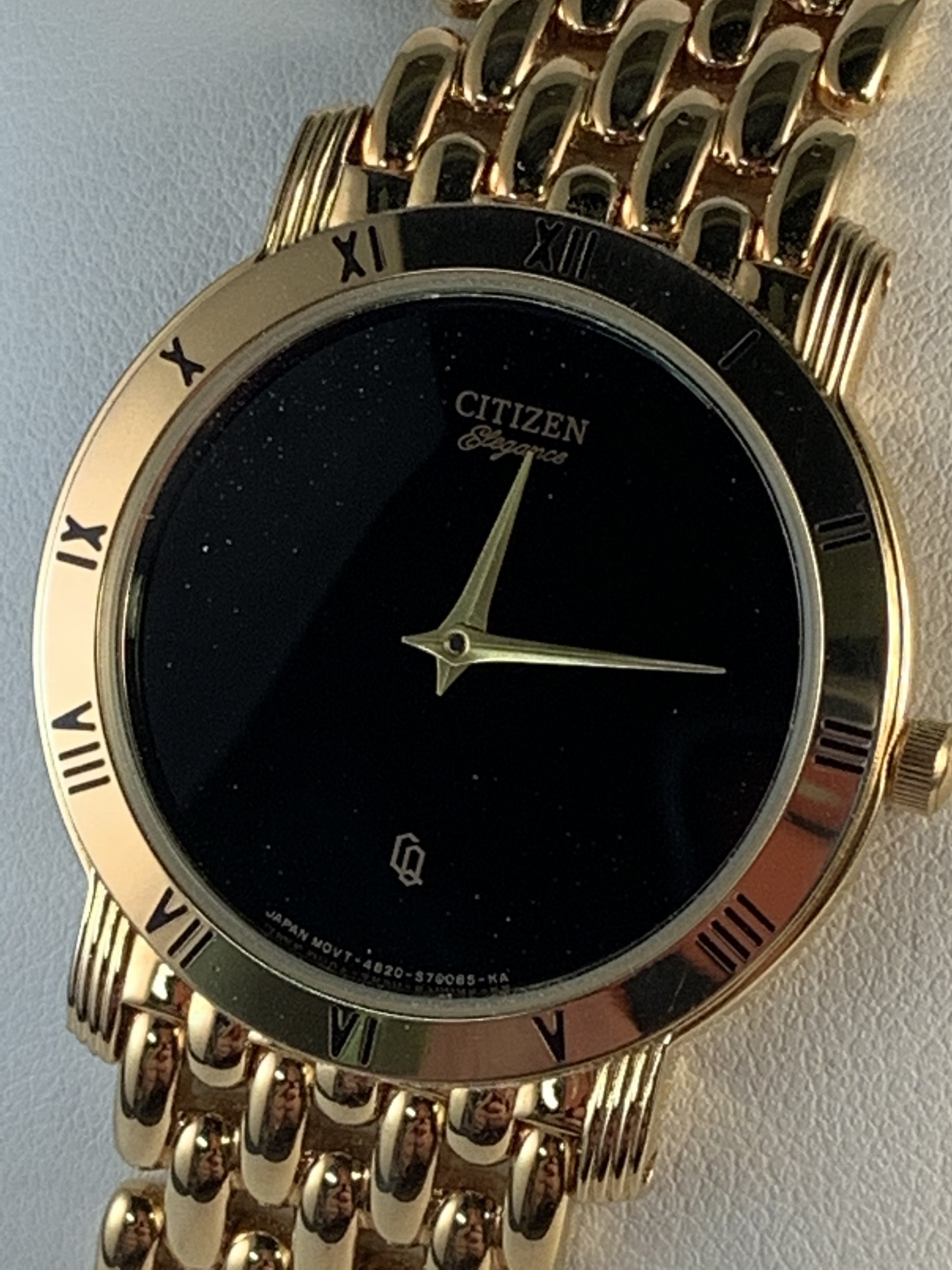 Gents Citizen Watch  * Like New<br /> Goldtone Band. Roman Numeral Bezel.<br /> Black Dial.<br /> $270
