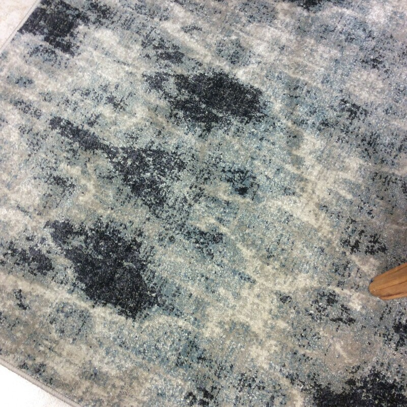 This beautiful water color rug pattern with light grays, dark grays and creams. Measures=6x9