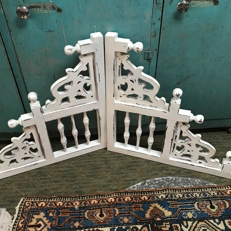 Shabby chic cottage style ornate white corbels. Measurements 27.5in x 27.5in