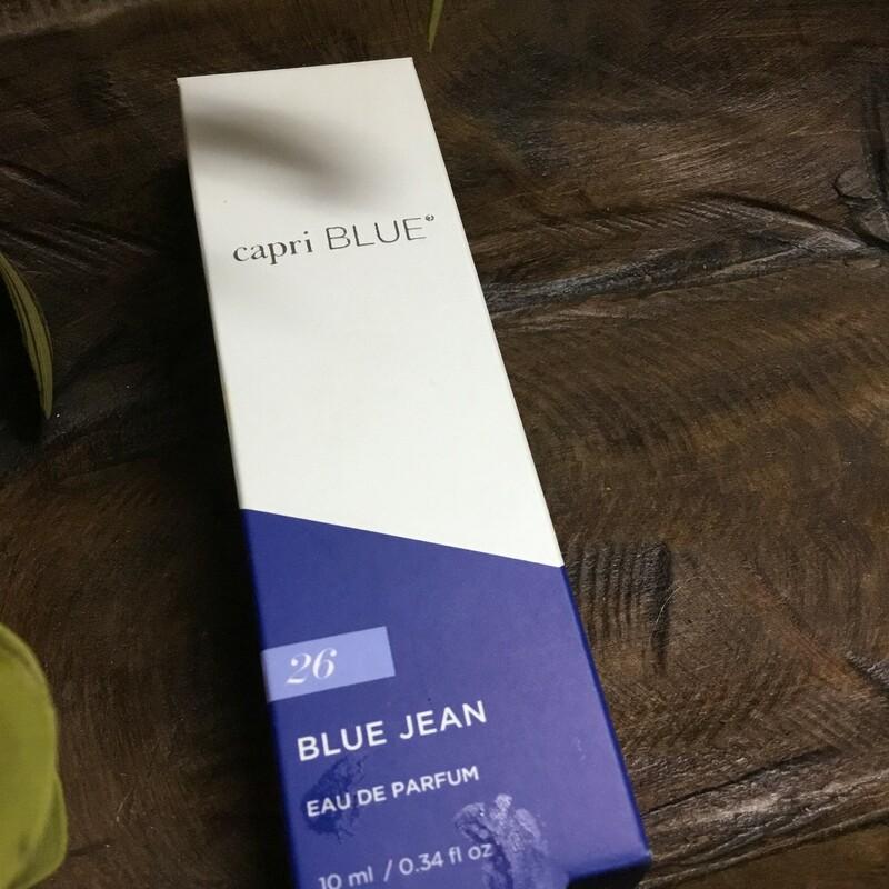 Capri Blue Blue Jean Scen