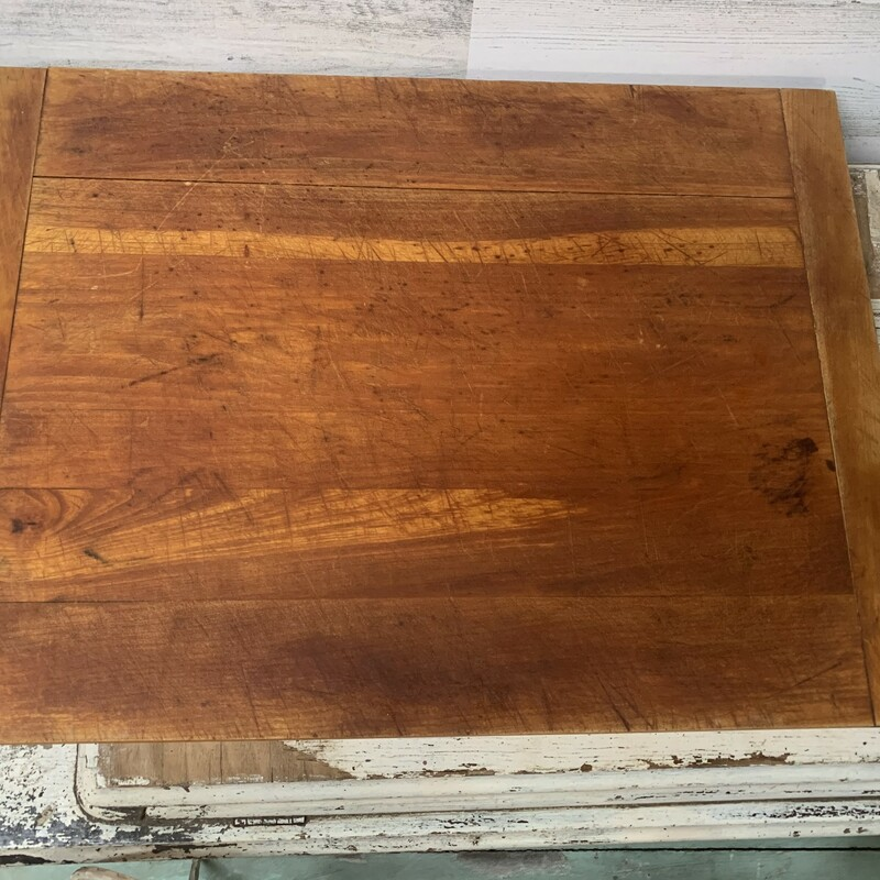 Large size wooden cutting board. It is a must have for a busy kitchen. Measures 22'' x 16'' x 3/4'' As you see in the pictures this cutting board is in preloved condition, its has been well used, however it still have lots of love left to give.  Please make sure to look at all the pictures. Thank you.