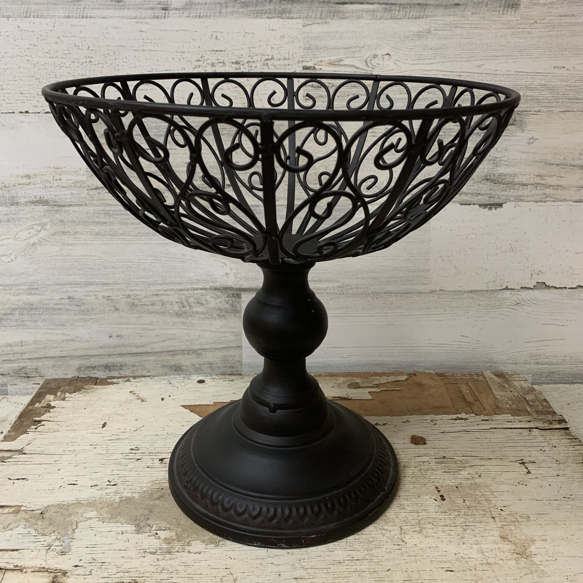 Black iron footed bowl, top is wired. Can be used as a fruit bowl, center/accent piece or for any occasion.<br /> Measures aprox., 12'' tall, 12'' top diameter, 6'' deep, 7.5'' base diamter.<br /> Please make sure to look at all the pictures.<br /> Thank you.