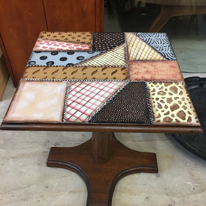 SQ  SHORT END TABLE