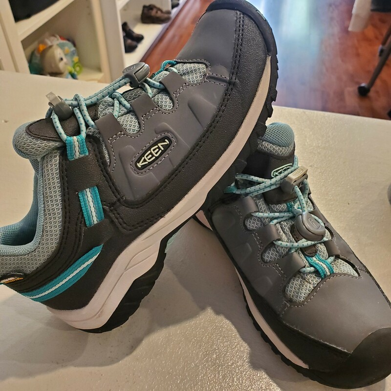 Keen Hiking Shoes, Size: 2