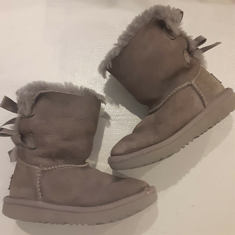 *Uggs PLAY COND, Size: 10