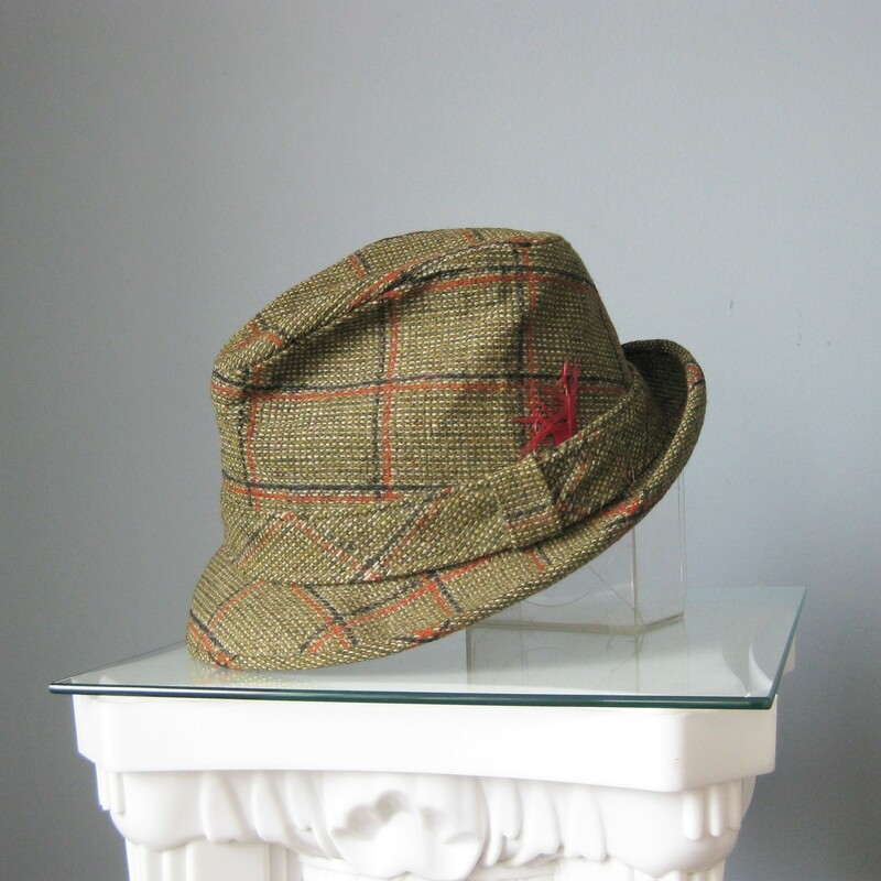 V Vtg Dobbs Tweed Fedora, Green, Size: None Men's fedora from the 1950s Green wool tweed with smart hatband and feather tuft beautifully finished inside with tie print lining Very firm body  Inner hat band circumference: 21 1/2in Tiny hole in the inner hat band as shown  Excellent vintage condition with minute signs of age on the inside. Thanks for looking! #11189