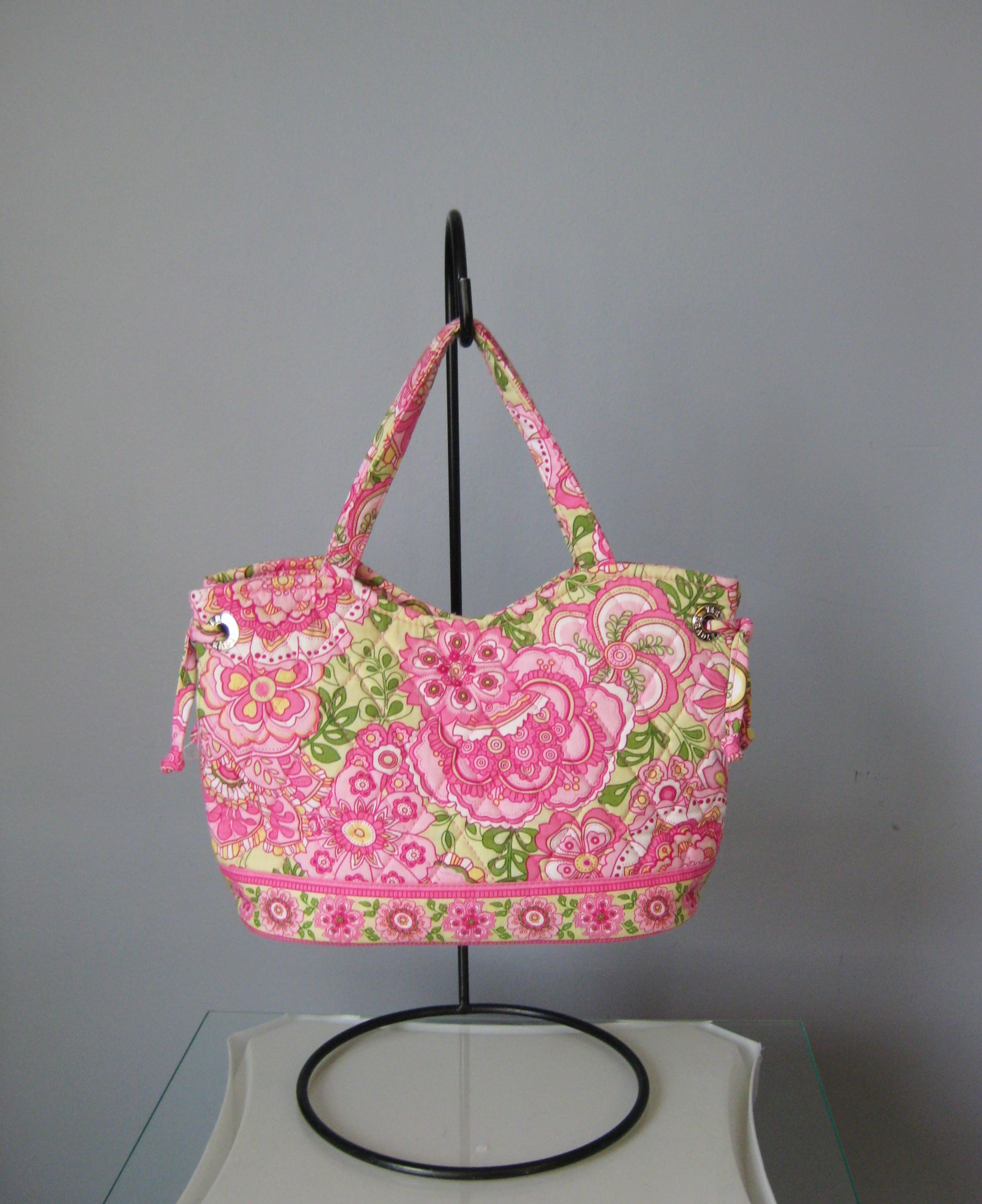 Foral print on this cute quilted cotton shoulder bag from Vera Bradley<br /> Double handles, open top, roomy interior with 2 slip pockets<br /> Width: 10in<br /> Height: 7.75in<br /> Depth: 4.5in<br /> Handle Drop: 5in<br /> <br /> Excellent condition!<br /> Thanks for looking!