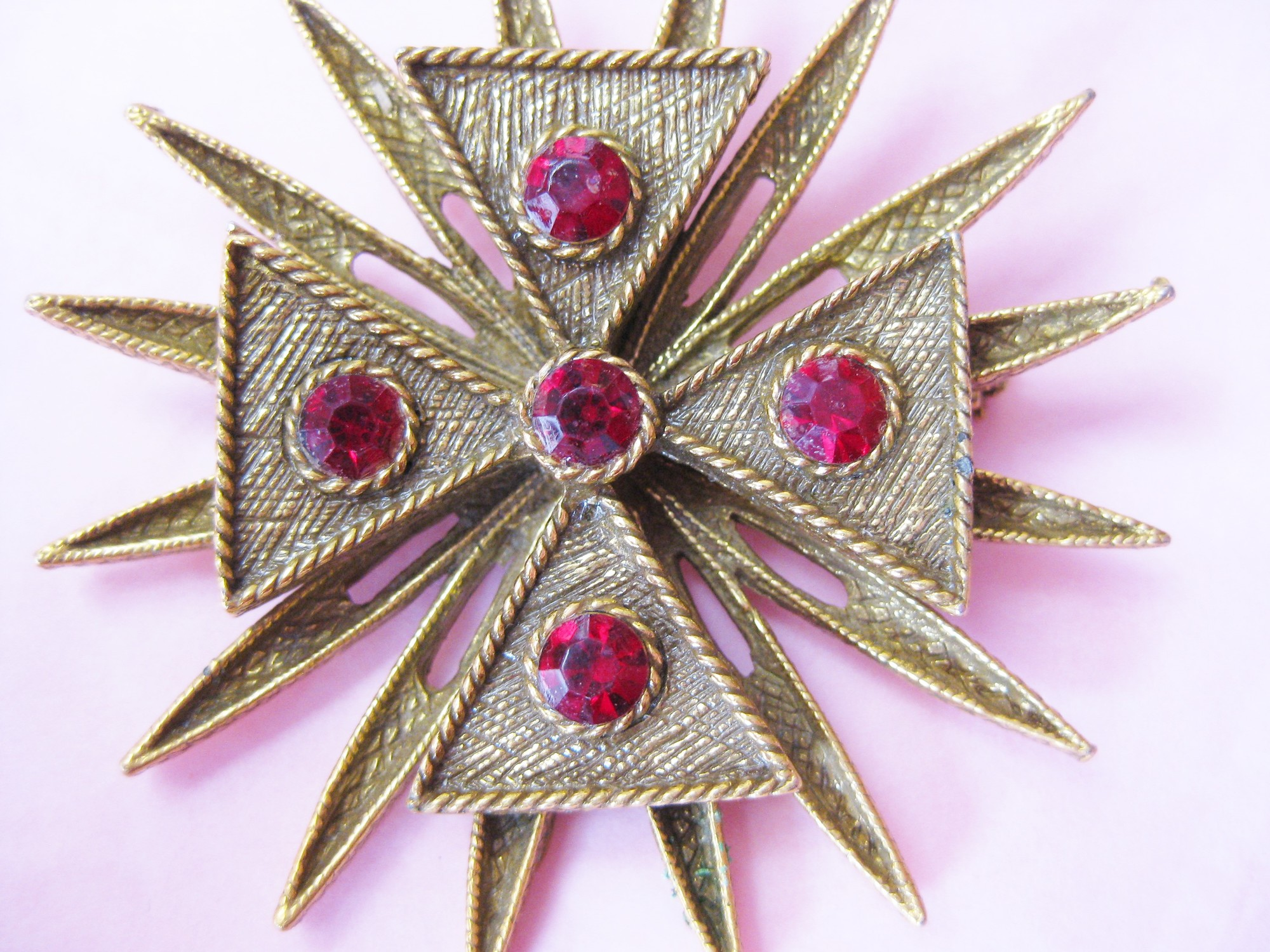 Stunning Howard Benedikt NY Maltese cross<br /> Classic Maltese cross design brooch. Textured gold tone metal, rhinestones<br /> <br /> Excellent condition with a touch of corrosion on the bar in back<br /> <br /> I found this delicious artilce with history and beautiful photos of examples of Benedikt's work, including one that is almost identical to this piece.<br /> <br /> https://nasvete.com/howard-benedikt-vintage-costume-jewelry/<br /> <br /> <br /> Thank you for looking!<br /> #18018