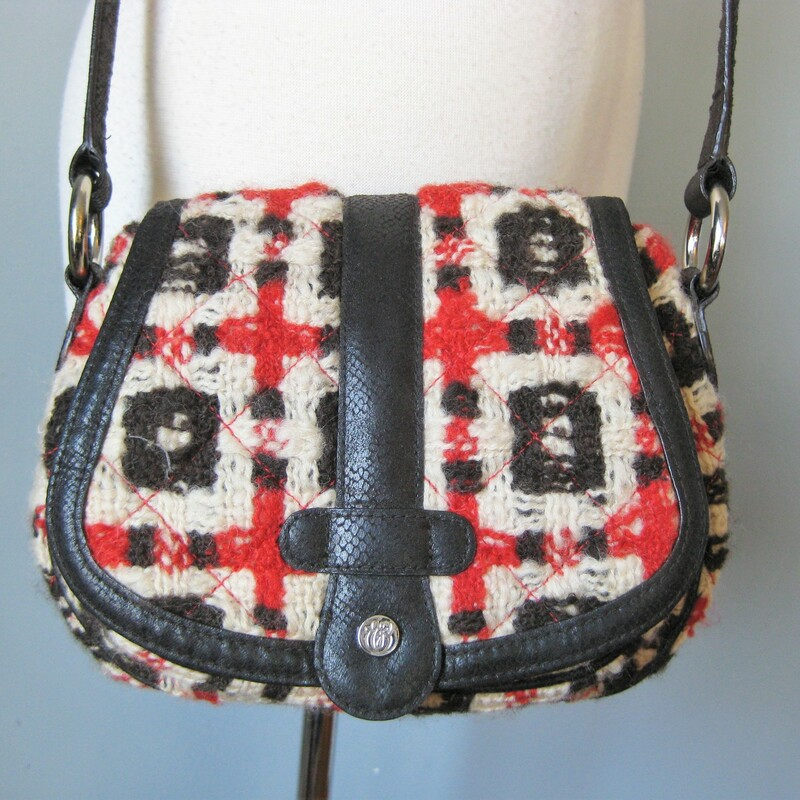 Rare early Vera Bradley bag in chunky red and black quilted tweed. Small Purse with long cross body adjustable strap Exterior slip pocket magnetic clasp 2 interior slip pockets and one zip pocket  Excellent condition  11in x 7in x 4in strap drop max 22in  thanks for looking!