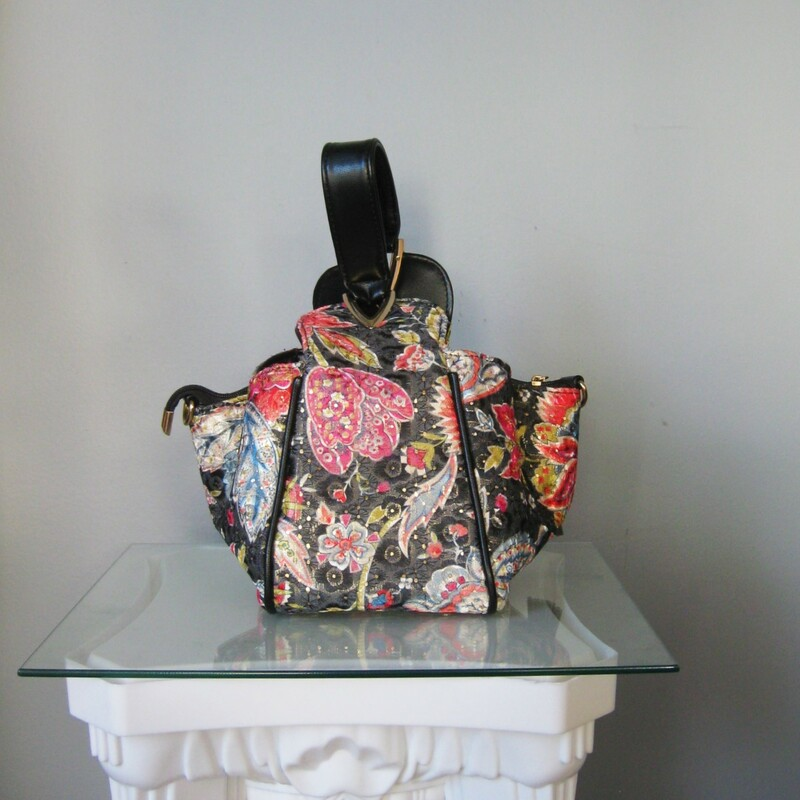 Beautiful statement purse from Mellow World. This bag is black faux leather covered with gold mesh and embroidered with oriental style red and blue flowers. The bag is basically a square box with a top handle. Three interior compartments, the middle one zips closed. Also a side zippered pocket inside.  6.5in x 6in x 7in Handle drop: 6.5in  Perfect condition!