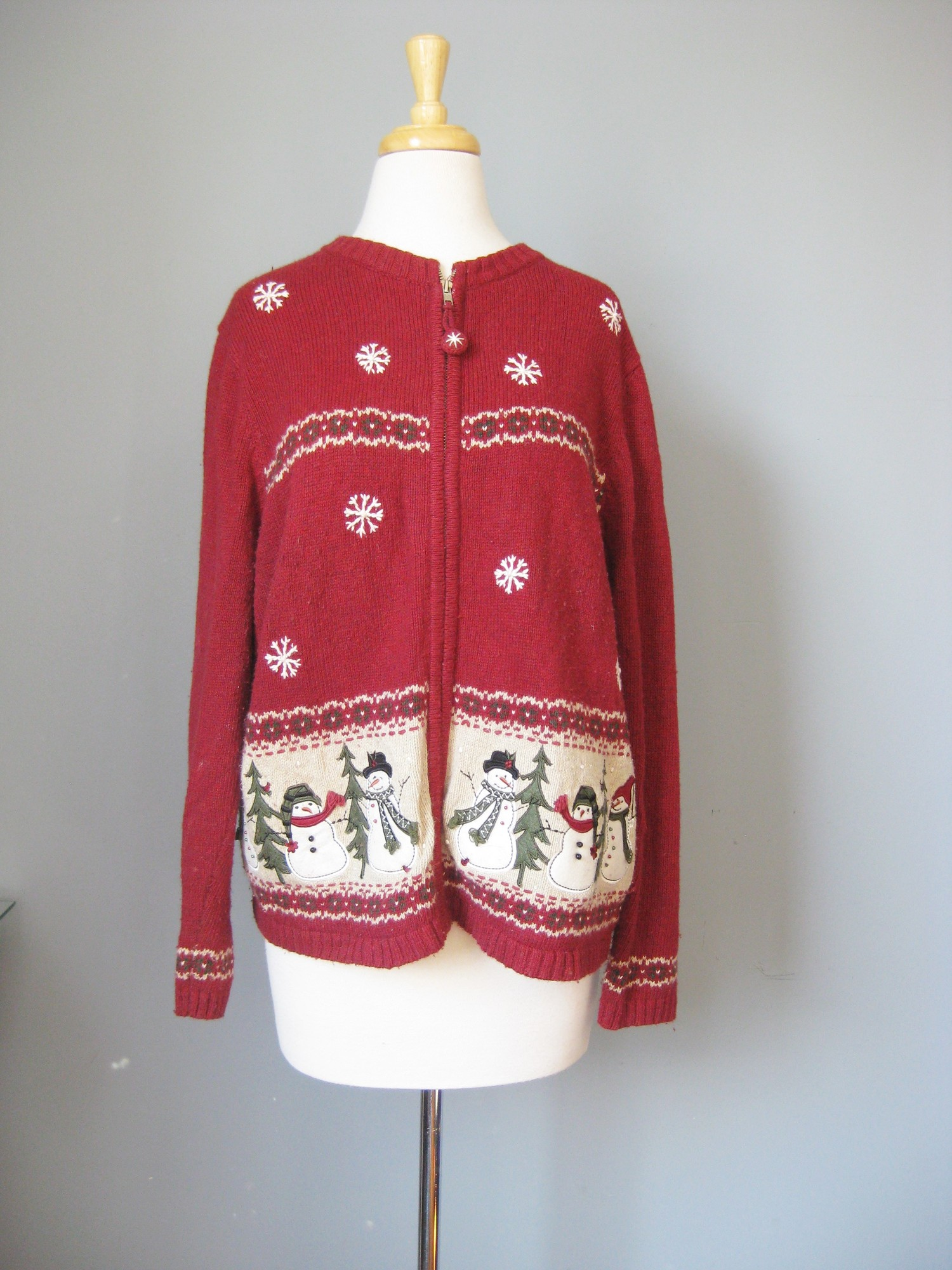 Croft & Barrow Christmas, Burgundy, Size: XL<br /> Corft & Barrow Cute (not ugly!) Christmas Cardigan Sweater in red with snowmen and Christamas Trees appliqued and embrodered<br /> I love the pom poms on the zipper pull<br /> Size XL<br /> Cotton Blend<br />  armpit to armpit: 22.5in<br /> length: 26.75in<br />  thanks for looking!<br /> <br /> #8138
