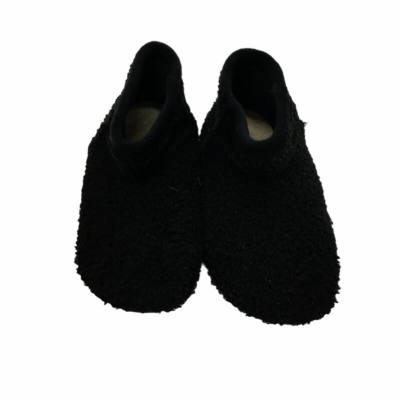 Shoes (Black/Slippers)