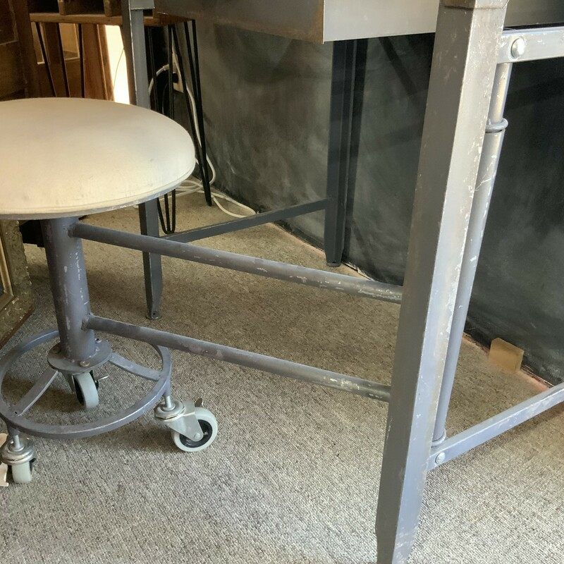Drafting Table With Swing