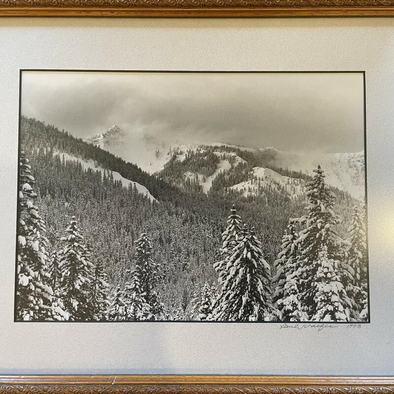B/W Snow Peaks