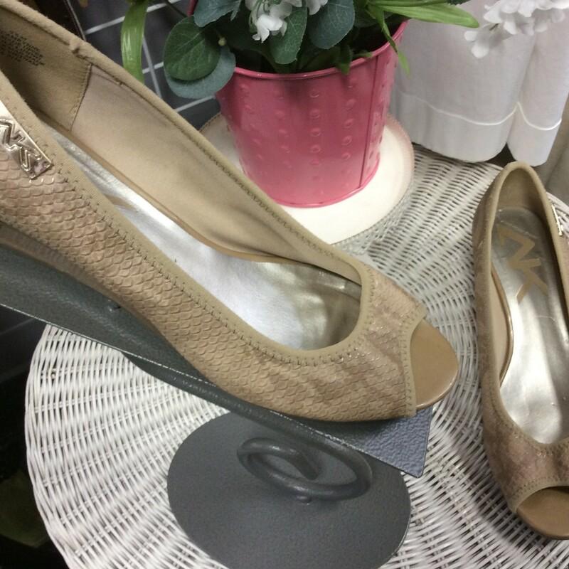 Anne Klein Sport, slip on in tan with an open toe!, Size: 9.5 Great shape!!