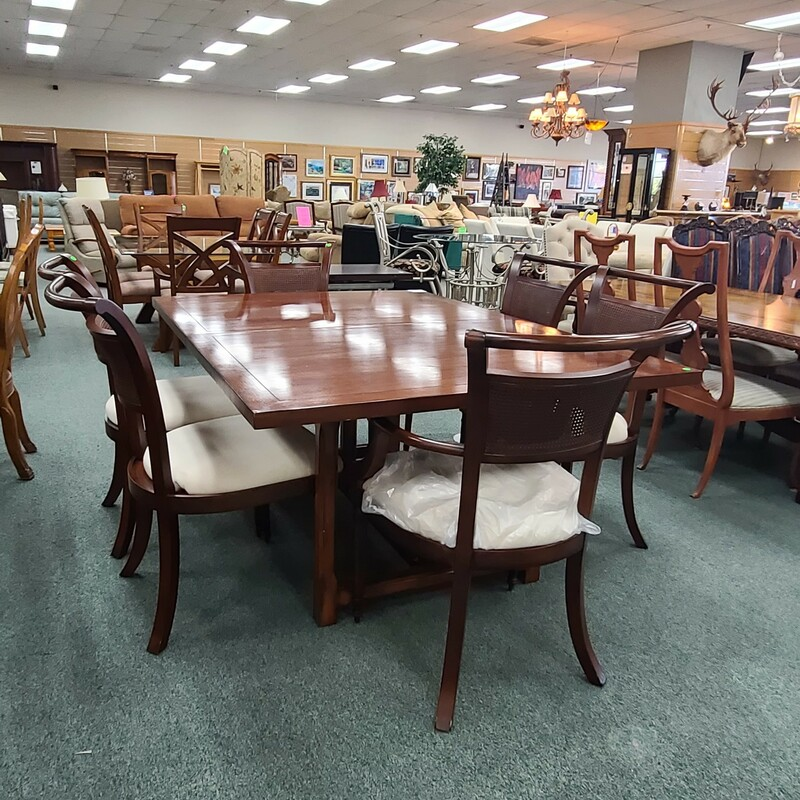TABLE W/6 CHAIRS 1L
