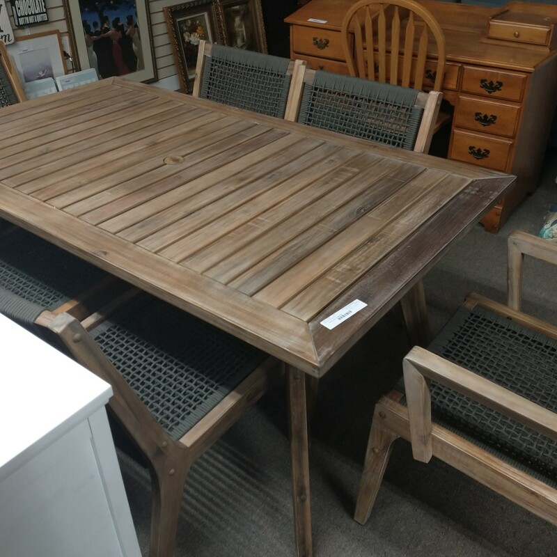 7pc Patio Dining Set, appears to be all eucalyptus excellent like new condition!