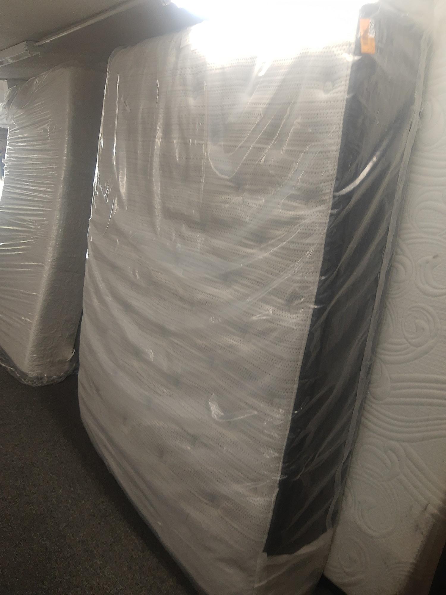 Beautyrest 15 Queen NEW, clean in packaging 800 retail