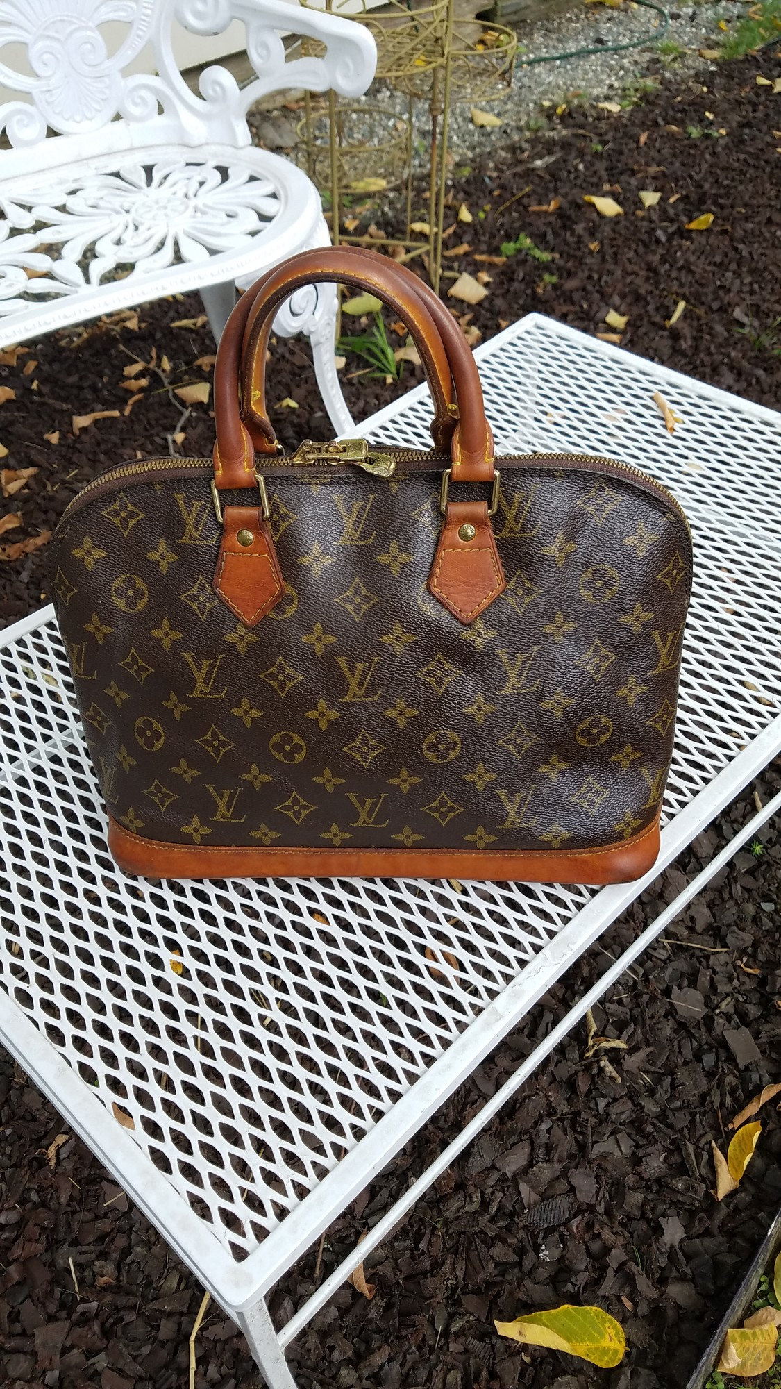 VINTAGE ALMA MADE IN FRANCE 1994<br /> THE PATINA ON THIS BAG IS RICH IN COLOR<br /> INSIDE HAS 1 NOTICABLE STAIN<br /> CORNERS SHOW WEAR BUT LOOKS LIKE IT HAS BEEN SEALED<br /> THIS BAG HAS LOTS OF LIFE LEFT