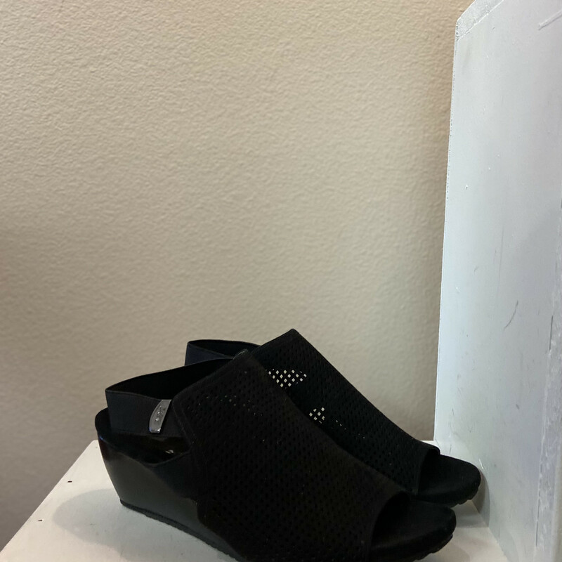 NEW Blk Faux Leather Wedg
