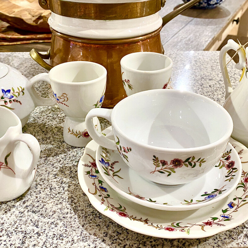 Tea Set for One, Apilco France, Size: 8 Pieces