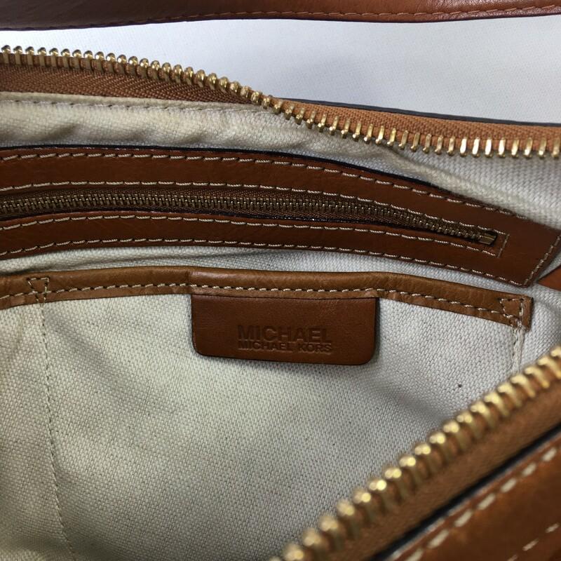 Michael Kors Leather Purs, Brown, Size: Designer B 2 pocket brown leather bag with gold detailing
